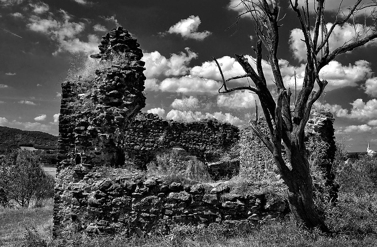Töttöskáli templomrom