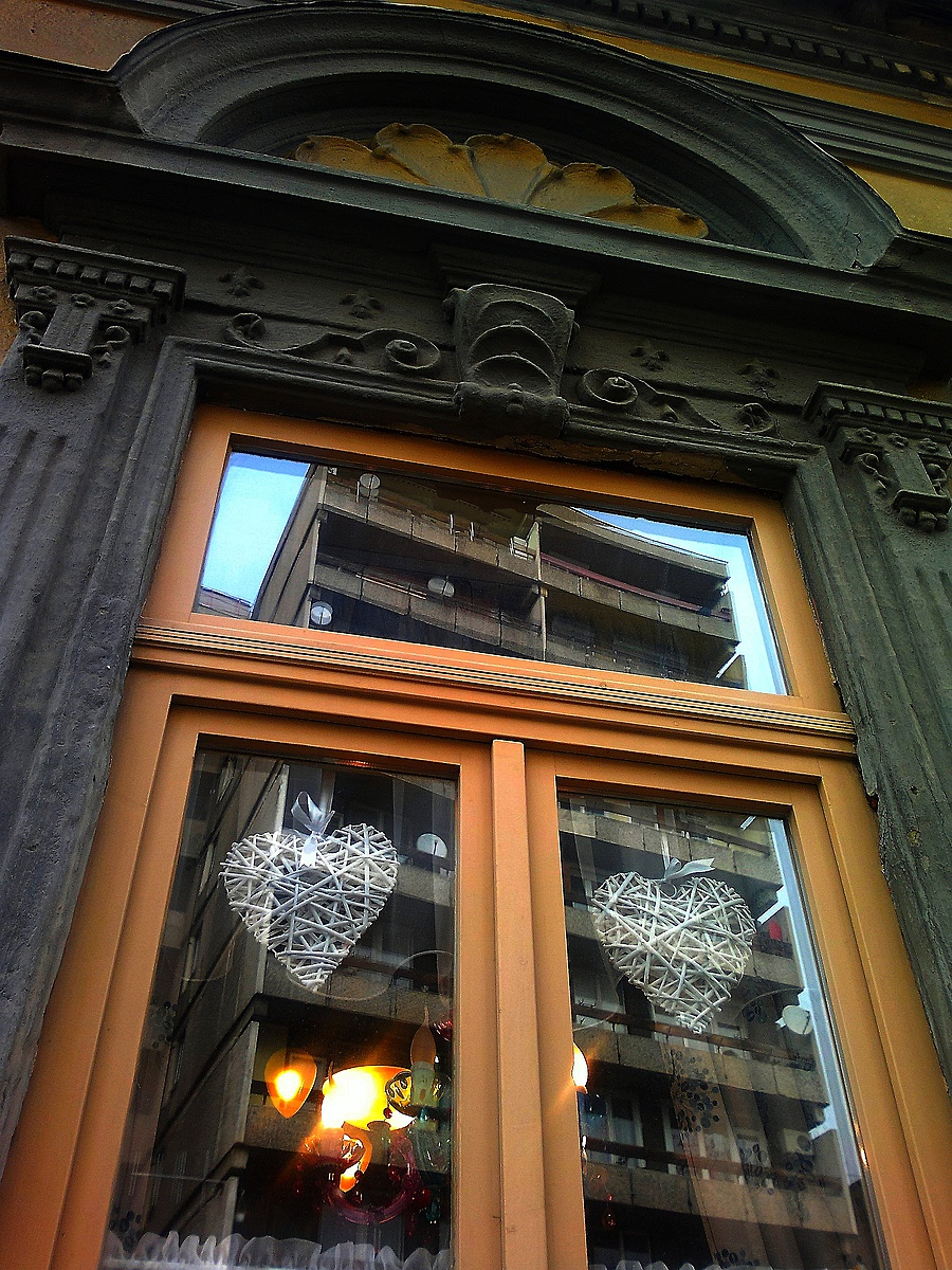 Torony az ablakban