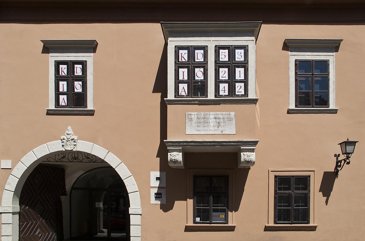 Kódra nyíló ablakok