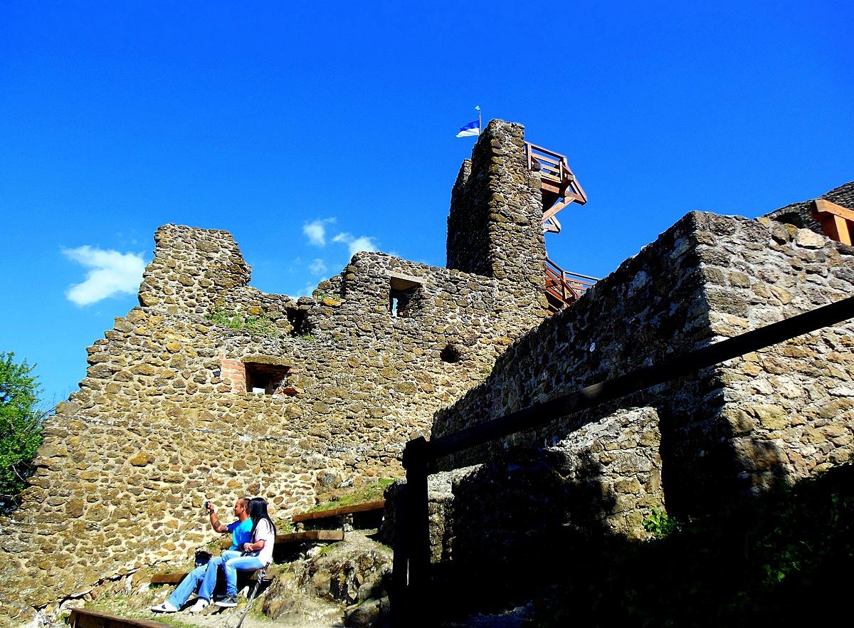 Párban a várban