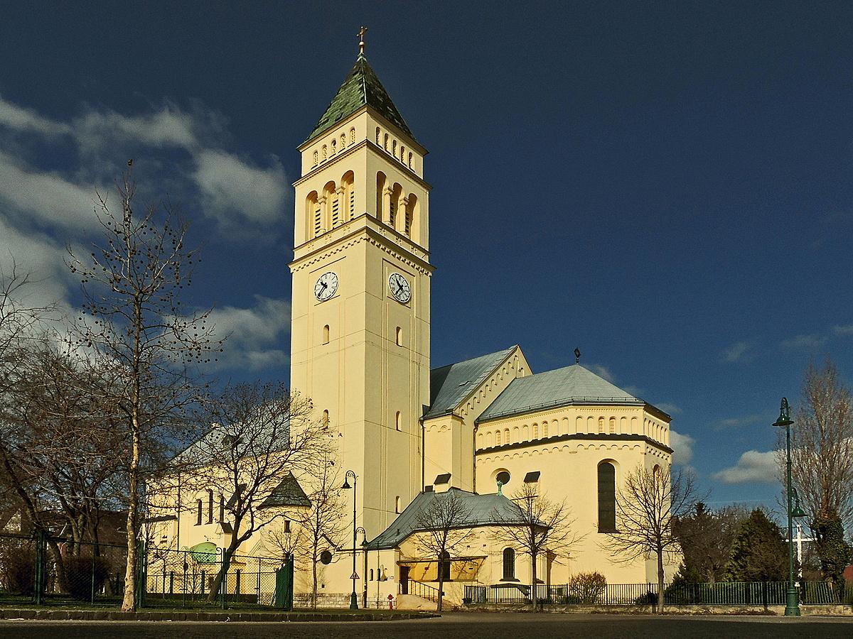 Templom a téren