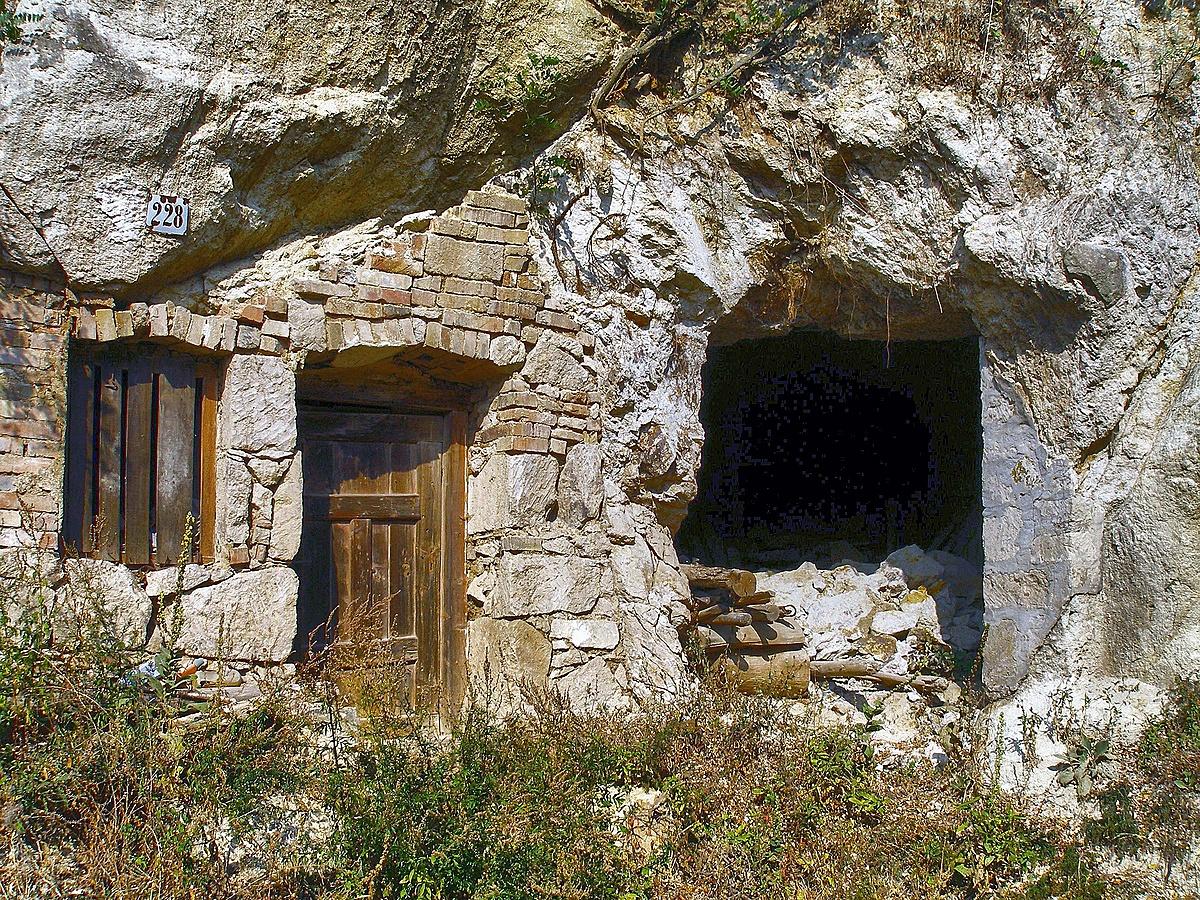 Kőbe zárt élet