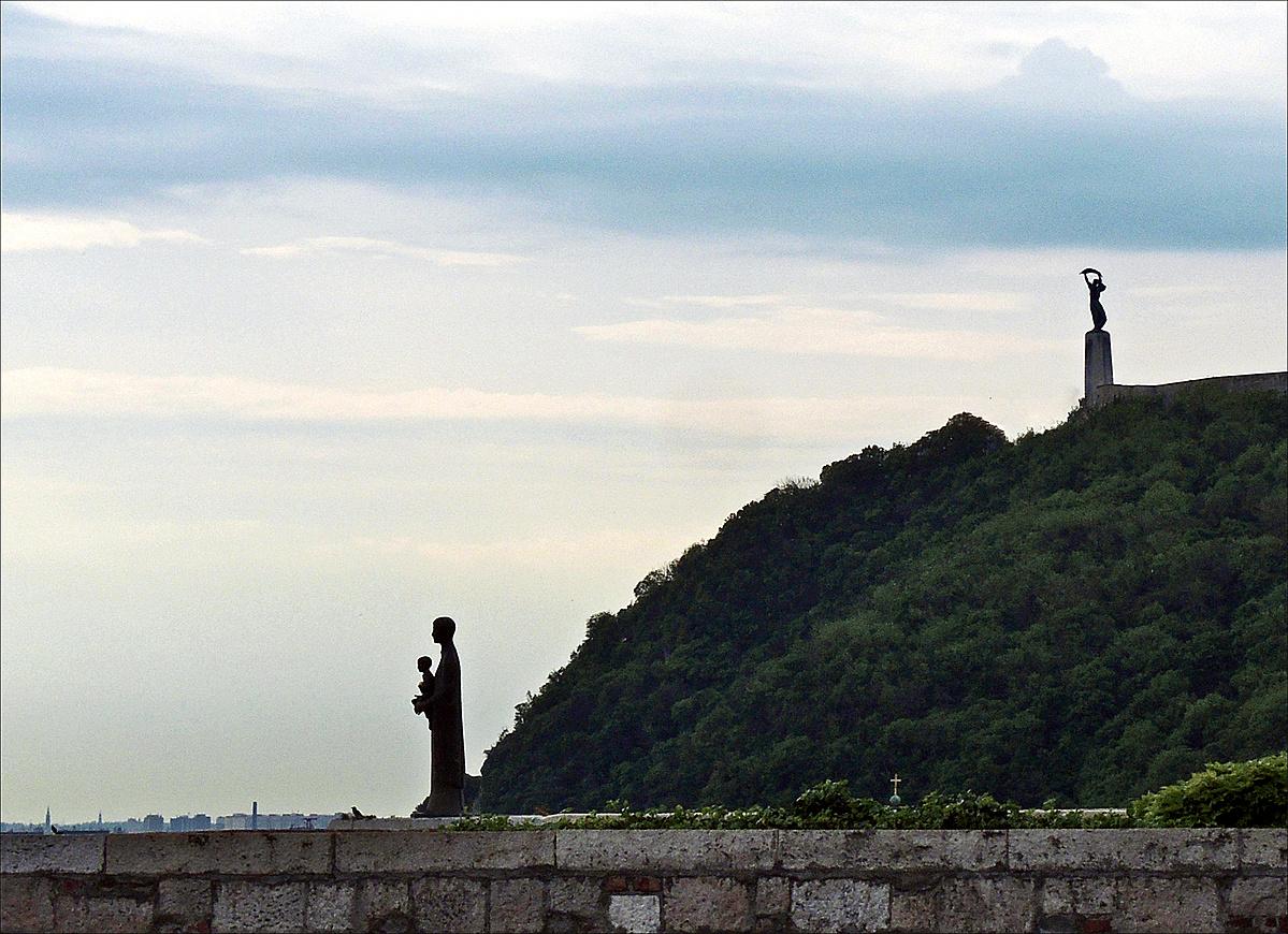 Korok és szobrok