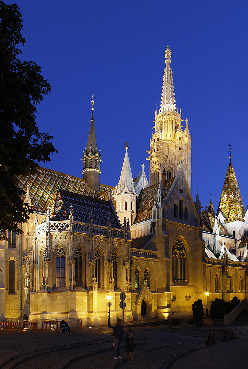 Mátyás-templom alkonyatkor