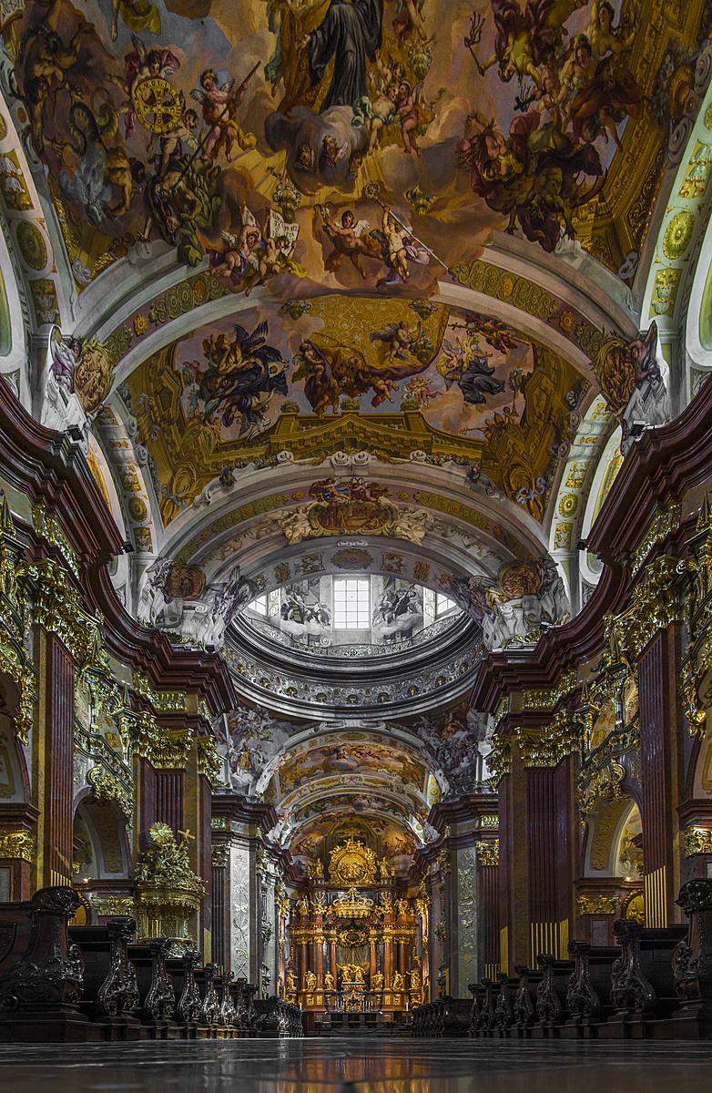 A templom egerének perspektívájából