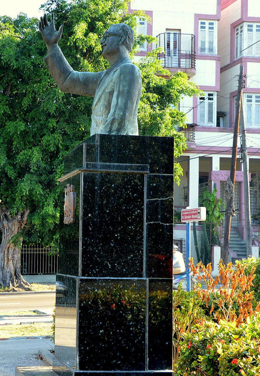 Salvador Allende Dr. szobra Havannában