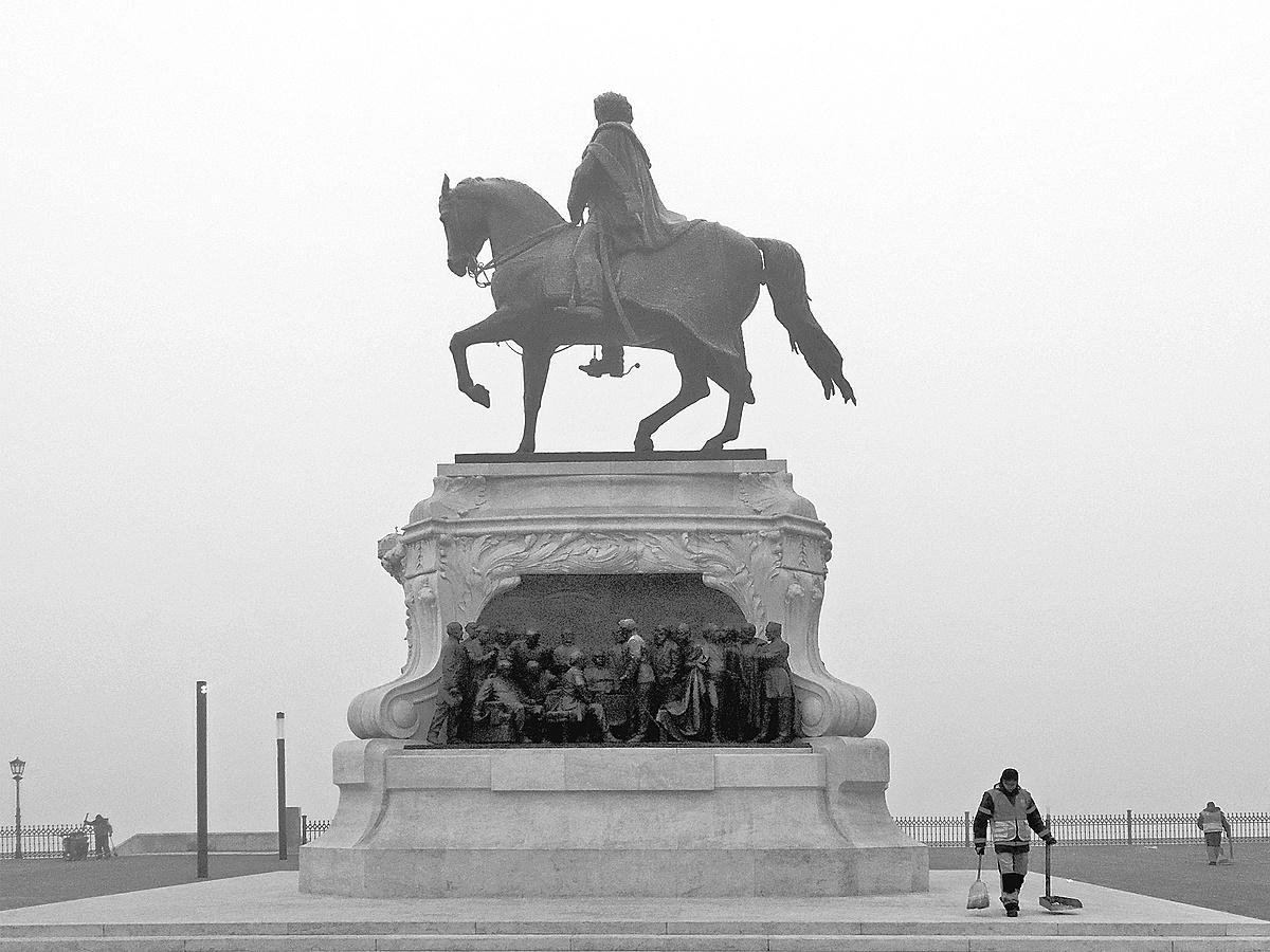 Lovas a ködben