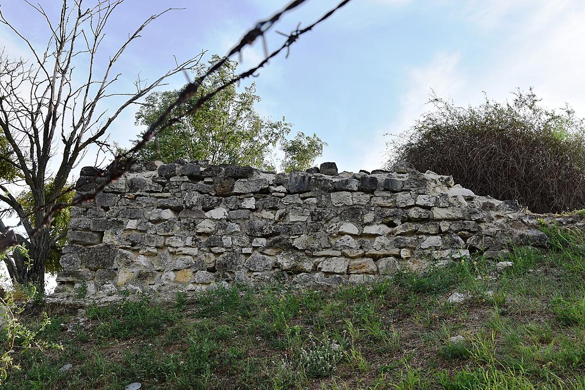 Pusztuló kőfal