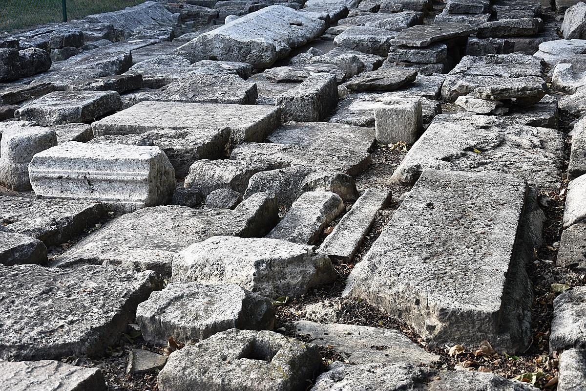 Múltidéző kövek