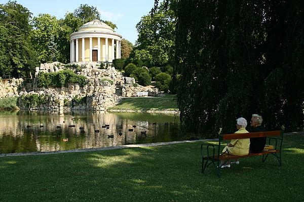 Esterházy-kastély és parkja