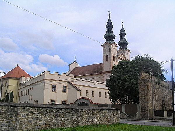 Piarista templom és kolostor