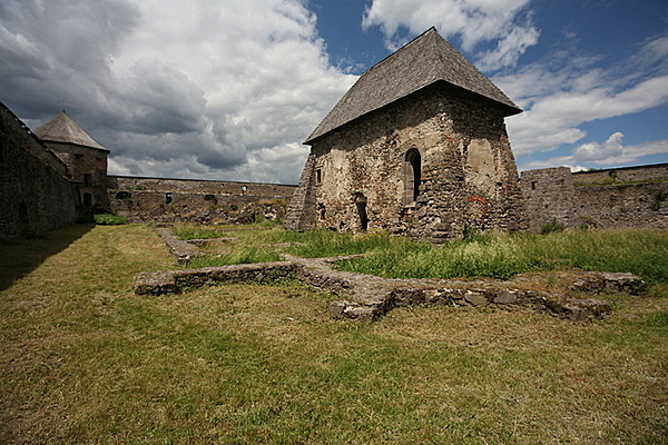 Bozóki vár (volt kolostor)