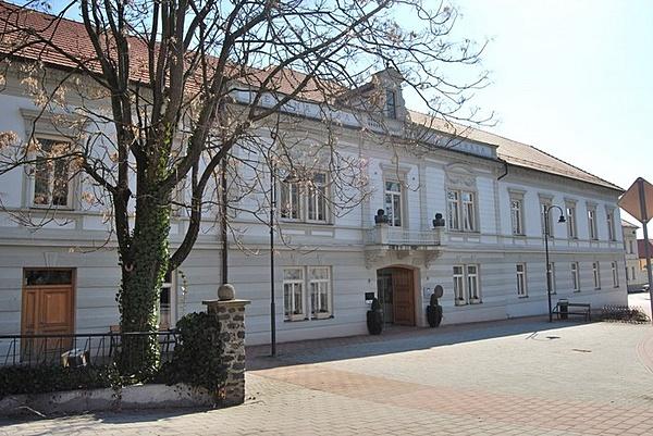Városháza, volt Korona Szálló