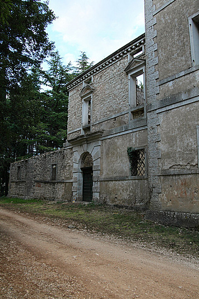 Bencés kolostor és kastély romjai