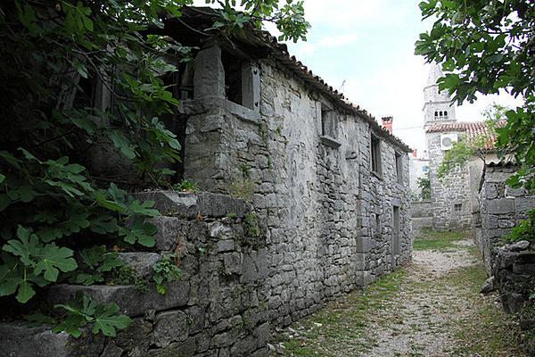 Városfalak és középkori városszerkezet