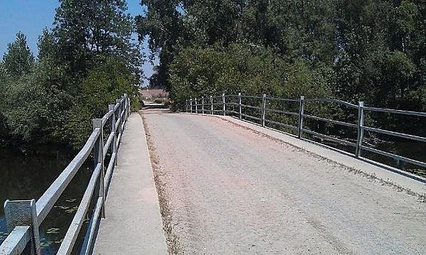 Vasbeton közúti híd