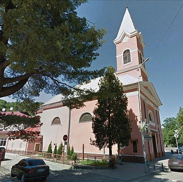 Nepomuki Szent János római katolikus plébániatemplom