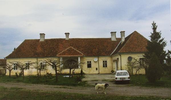 Henter-Apor kúria