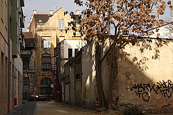 http://www.muemlekem.hu/images/magazin/20090623vilagoroksegbiz/erzsebetvaros.jpg