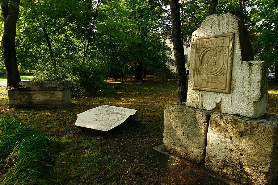 http://www.muemlekem.hu/images/magazin/20090706godierod2/04.jpg