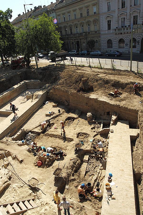 http://www.muemlekem.hu/images/magazin/20090727szegedivartemplom/002.jpg