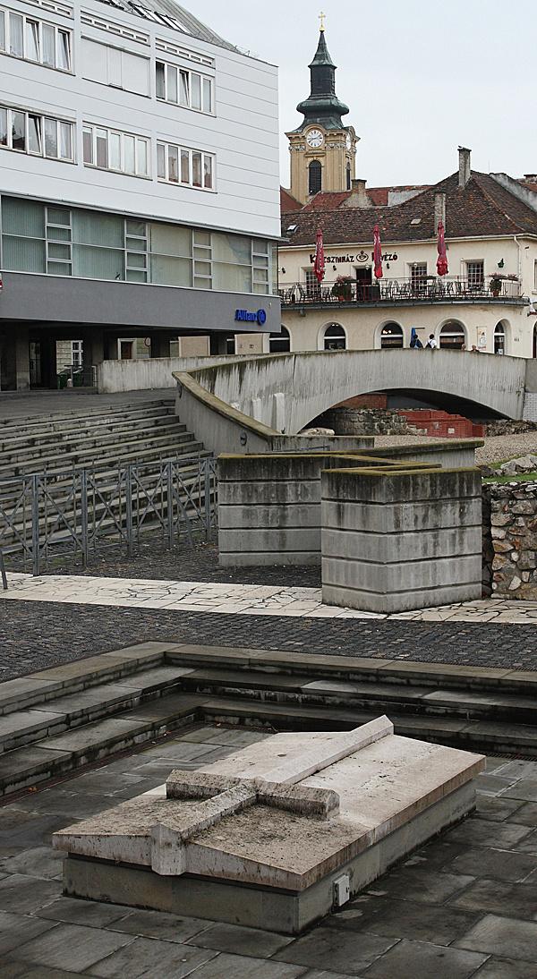 http://www.muemlekem.hu/images/magazin/20090817szfehervar/003.jpg