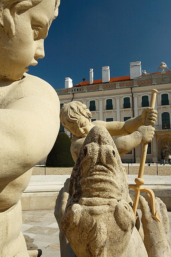 http://www.muemlekem.hu/images/magazin/20091028esterhaza/002.jpg