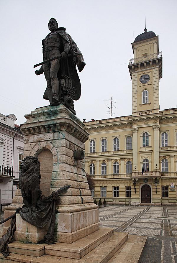http://www.muemlekem.hu/images/magazin/20110217komarom2/002.jpg