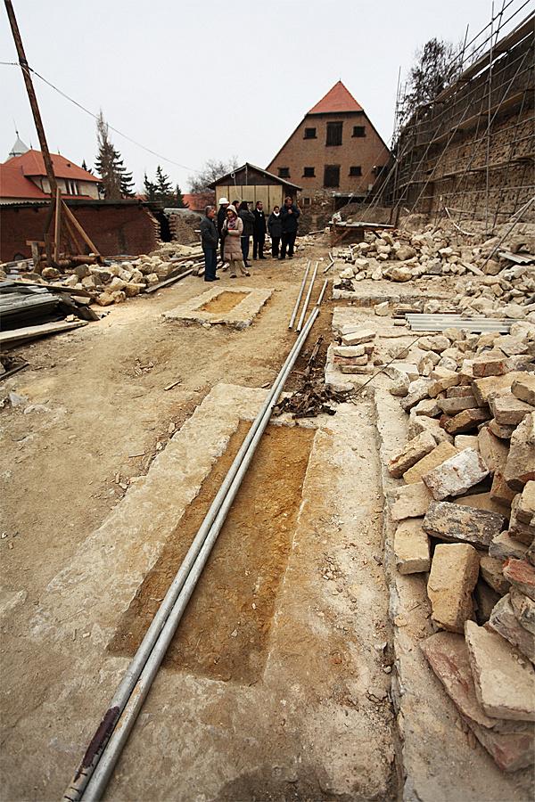 http://www.muemlekem.hu/images/magazin/20111201pecsvarfal/03.jpg