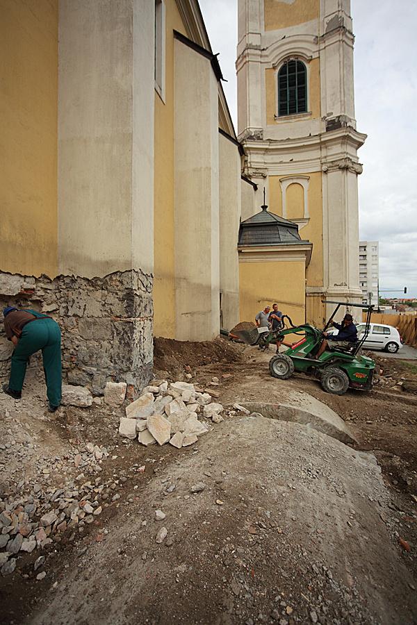 http://www.muemlekem.hu/images/magazin/20120801gyongyostempl/02.jpg