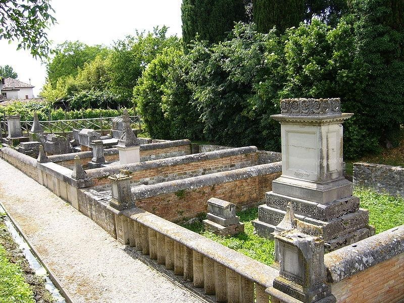 Sepolcreto della c.d. via Annia