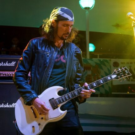 Bruce Kulick ricorda il singolo dei Kiss Unholy foto
