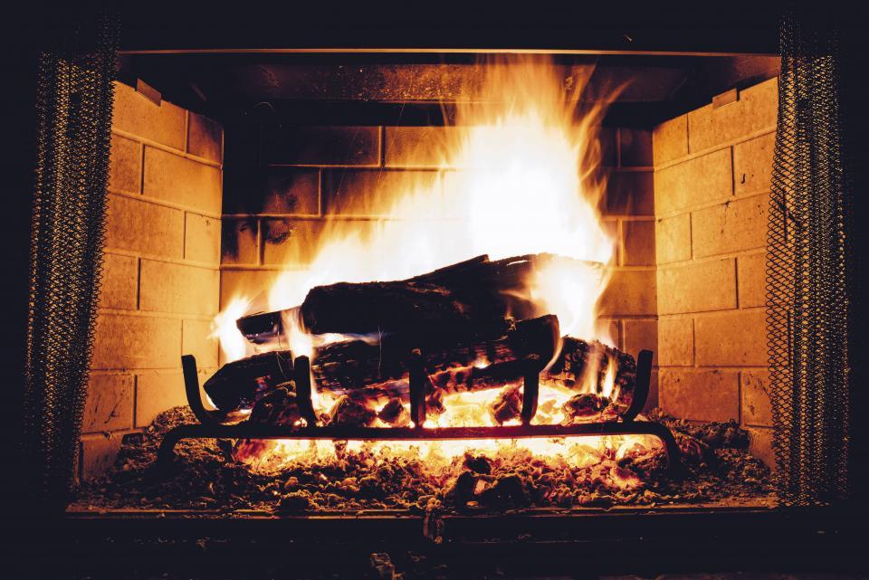 Schwelbrände können giftiges Kohlenmonoxid erzeugen (Symbolbild)