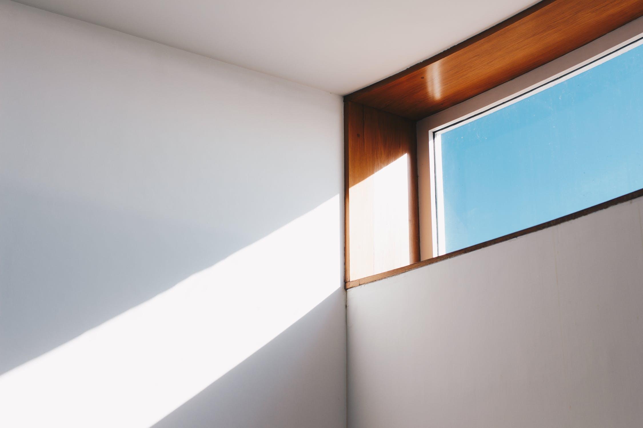 Direkte Sonneneinstrahlung bei großer Hitze kann zu Fehlalarmen von Rauchmeldern führen.