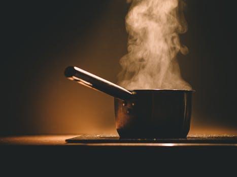 Angebranntes Essen ist einer der häufigsten Auslöser für Rauchmelderpexe