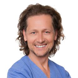 Dr. Maciej Zarow