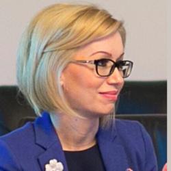 Sl. Dr. Andreea  Varga