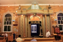 בסיס ההדרכה לבית הכנסת.