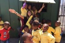 טסתי בנובמבר 2016 כדי להתנדב שם עם ילדים.