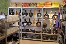 מדפים למחסן ביתי או מחסן לחנות - איך בוחרים נכון?