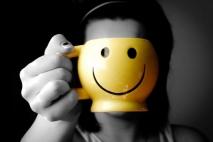חיוך מזוייף