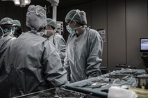 איך ניתוח מתיחת פנים מתבצע?