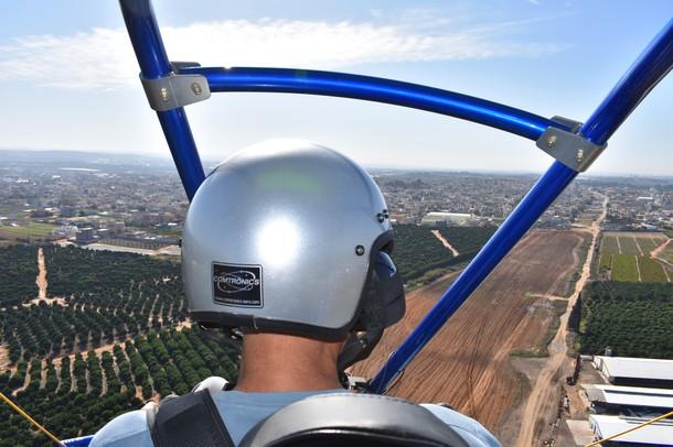 טיסה בטרקטורון מעופף - רואים הכל למטה