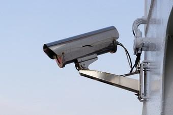 מצלמת אבטחה בכניסה לפעוטון