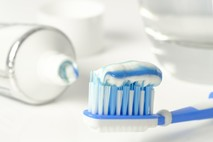 """ד""""ר שי דורי: האם כדאי להשתמש במברשות שיניים חשמליות?"""