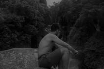 לבד על הסלע
