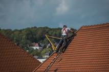 התקנת דוד שמש על גבי גג רעפים
