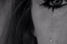 תן לי לבכות