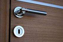 דלתות לבית תקנים וליקויים