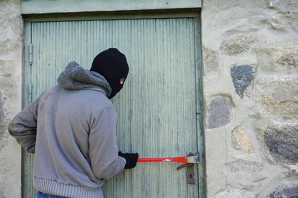 גנבים פורצי מנעולים